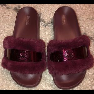 Michael Kors faux fur burgundy slides size 8